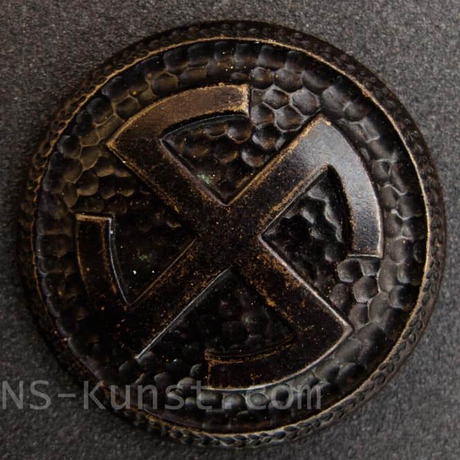 swastika-brooch-1